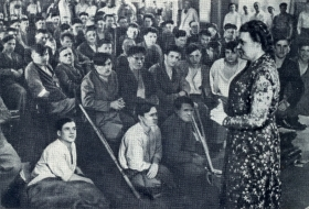 Irma Petrovna Jaunzem Vystulenie v gospitale.1940-s gg. The photo. (Ирма Петровна Яунзем Выстуление в госпитале.1940-е гг. Фотография.) (Belyaev)